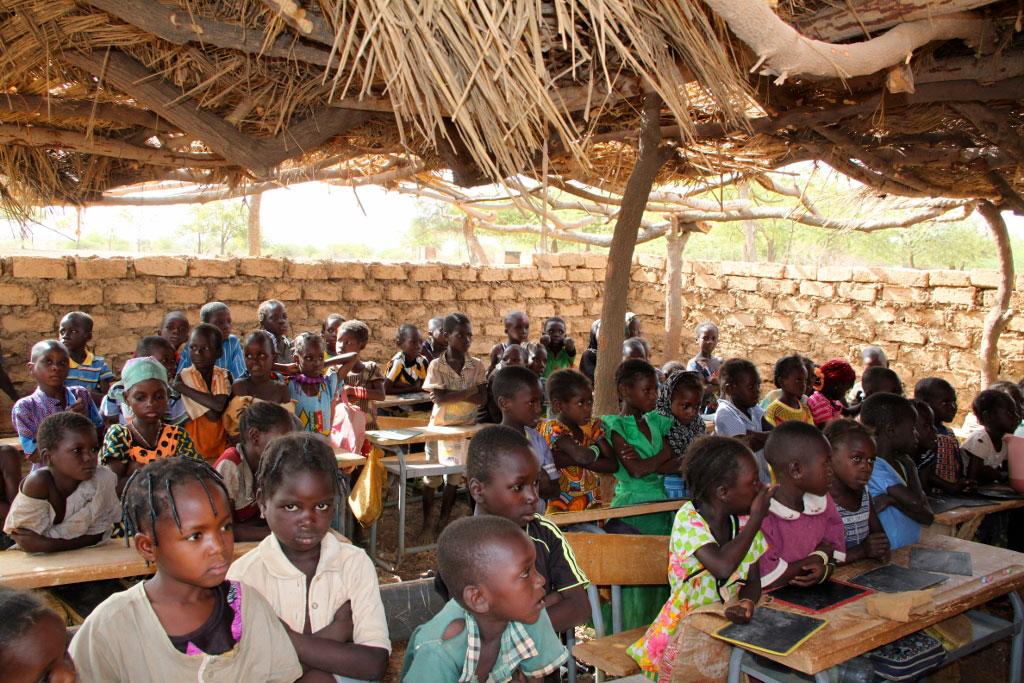 Financement par DSA de la réfection des toits de l'école sous paillottes de BOGOYA